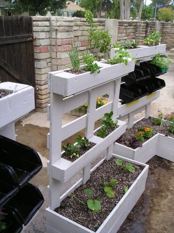 flower boxes made from pallets