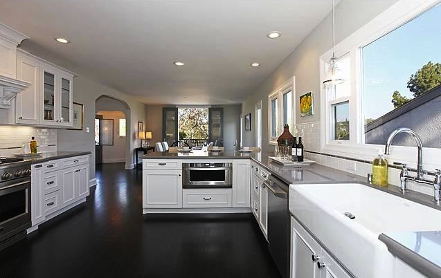 I have dark wood floors and cabinets should granite be for White kitchen cabinets with hardwood floors