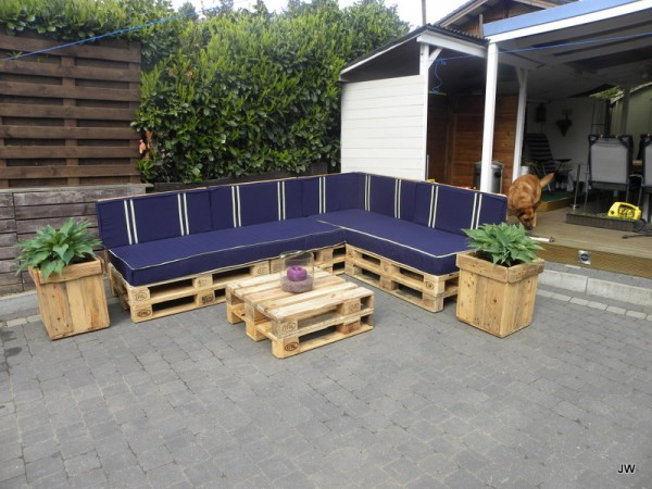Diy-pallet-sofa-ideas2