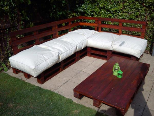 pallet-sectional-sofa-1