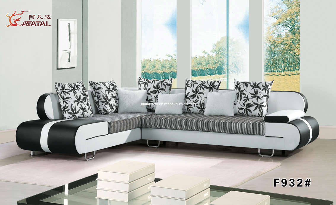 18 latest living room furniture trends 2014 hgnv for Latest living room furniture