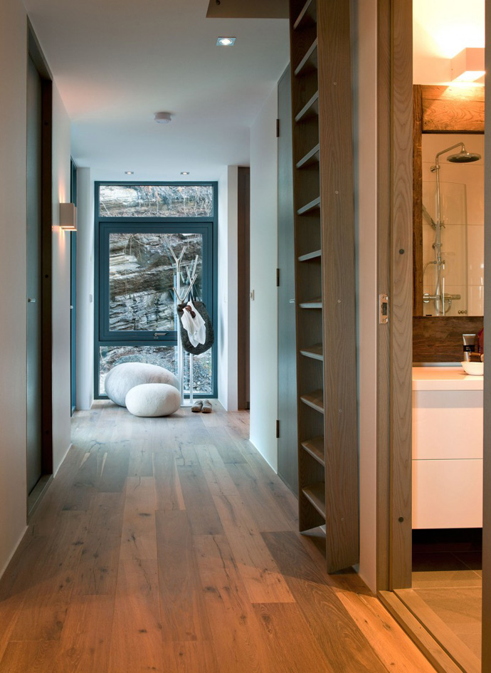 Modern cabin house hallway with wood floor