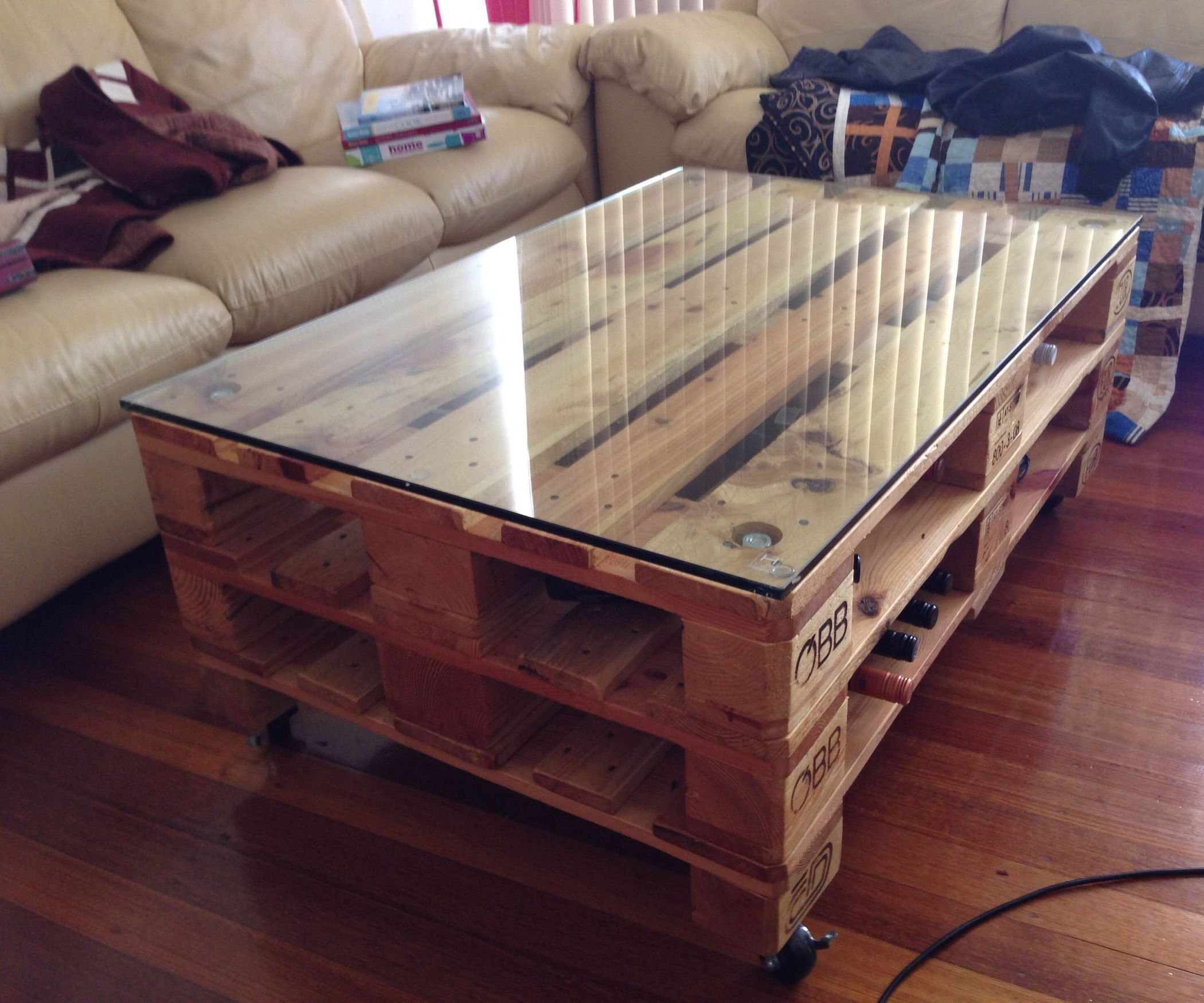 Diy Pallet Coffee Table Wheels