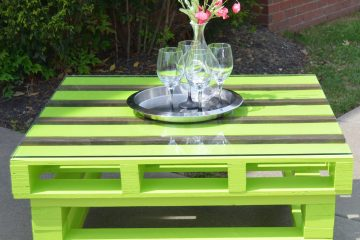Cool green painted diy pallet coffee table