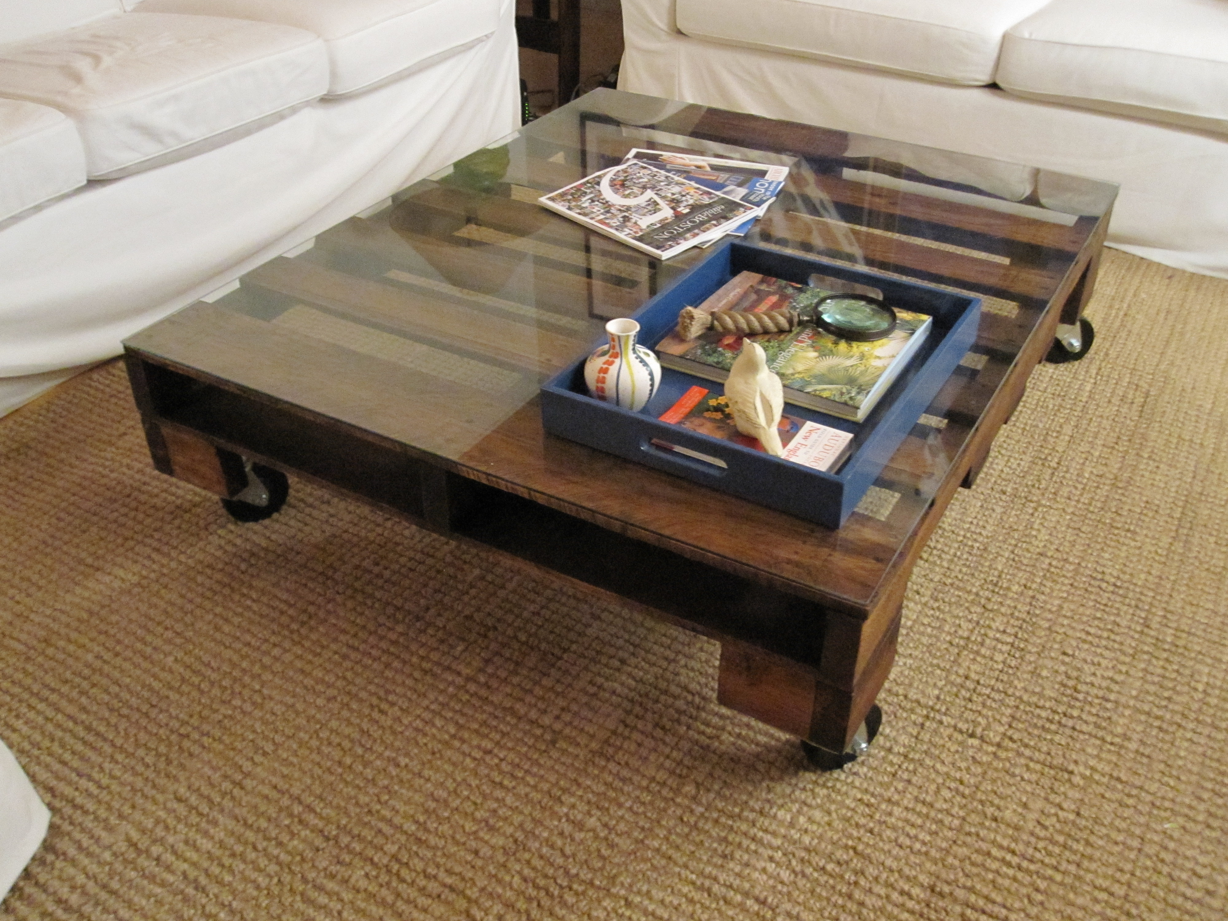 VIEW IN GALLERY Cozy Look Pallet Coffee Table With Glass Top