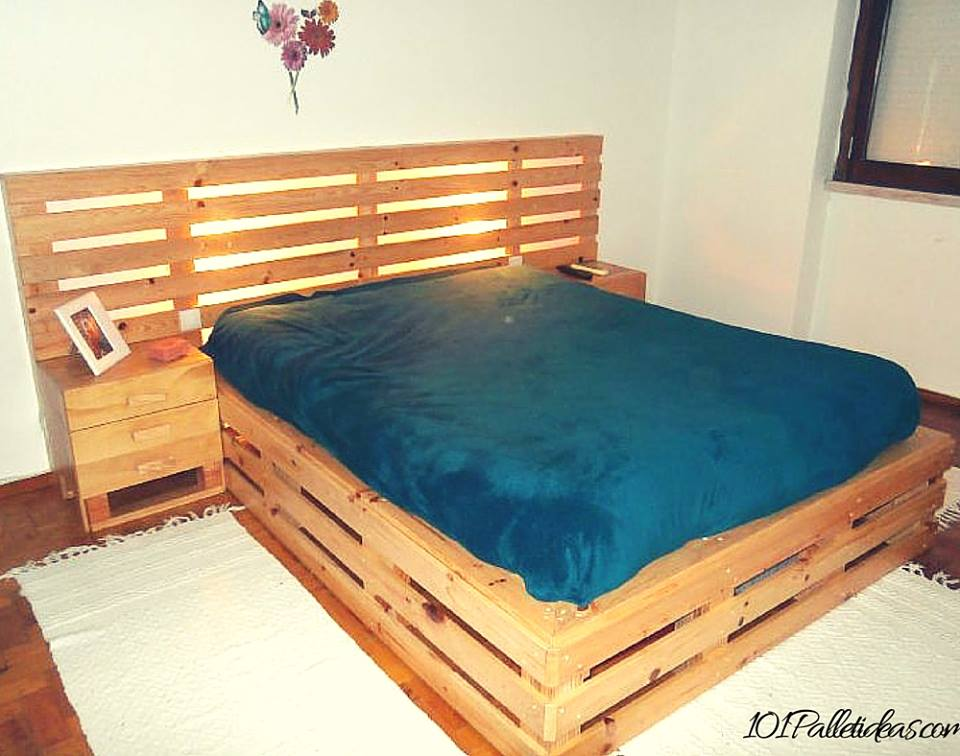 33 cool diy recycled pallet bed frame to duplicate diy for Pallet bed frame with side tables