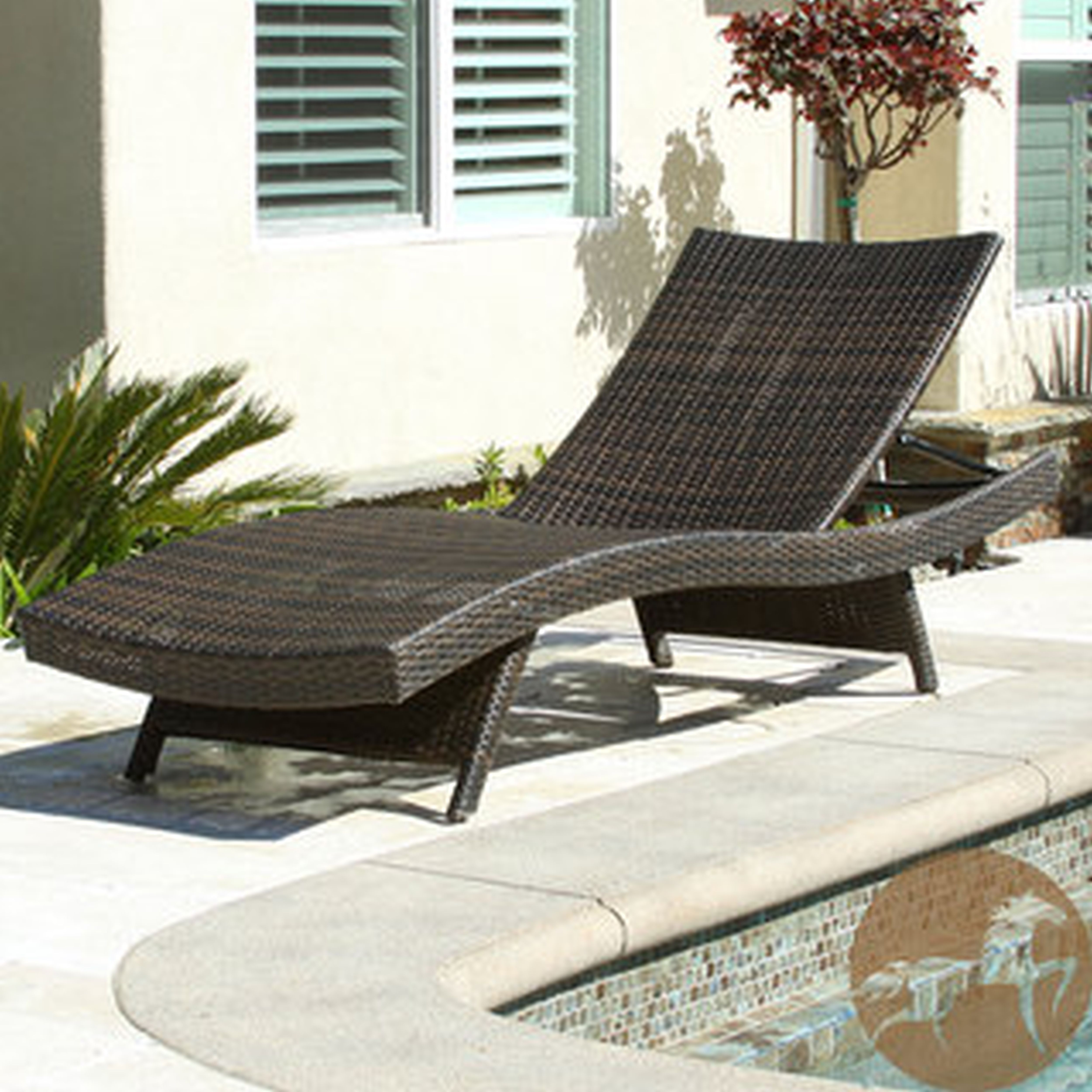 Wicker lounge outdoor furniture chairs seating for Bamboo chaise lounge