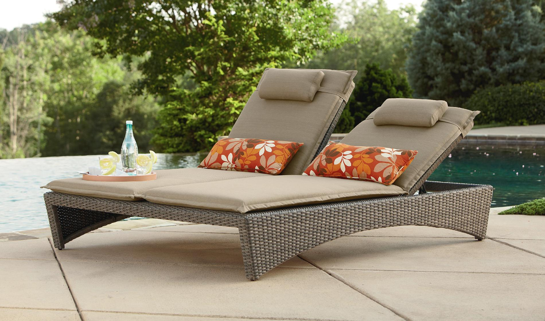Patio chaise lounge as the must have furniture in your for Pool and patio furniture