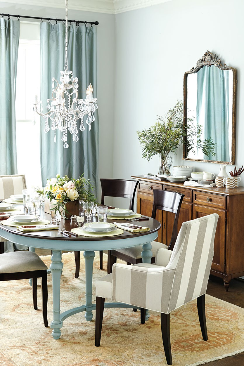 VIEW IN GALLERY Elegant Dining Room Chandeliers