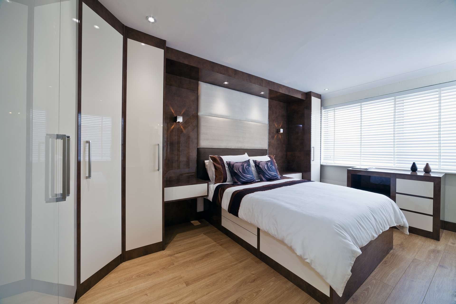 22 fitted bedroom wardrobes design to create a wow moment for Bedroom designs with tv and wardrobe