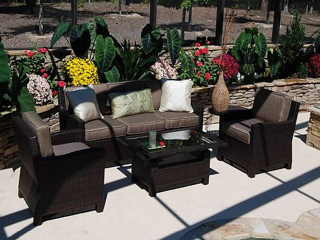 Cool resin wicker patio furniture for all weather hgnv com for Outdoor wicker patio furniture