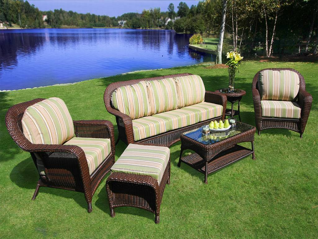 Resin wicker outdoor furniture roselawnlutheran for Outdoor patio couch set