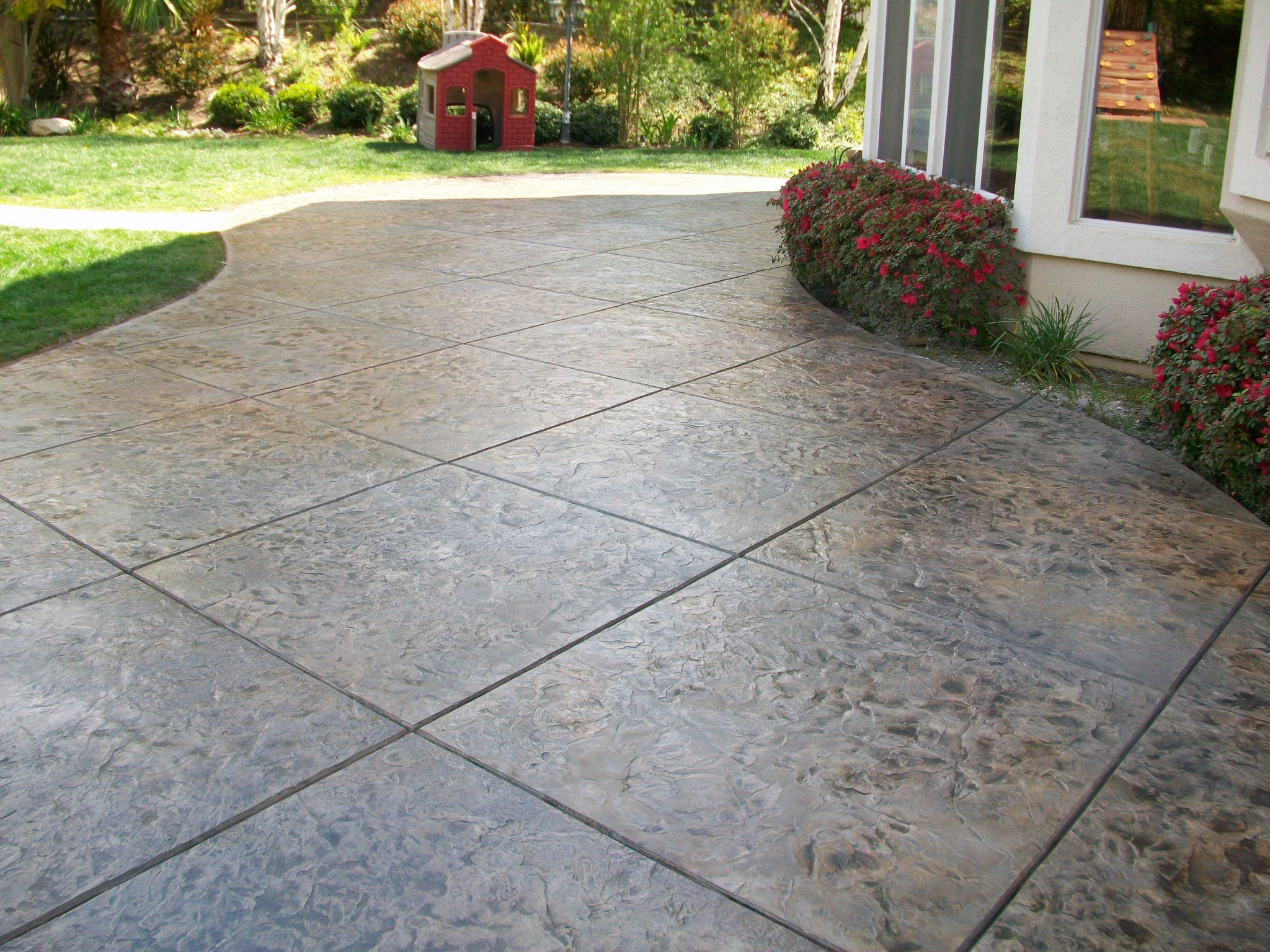Cozy Look Stamped Concrete Patio Pattern With Colors Option