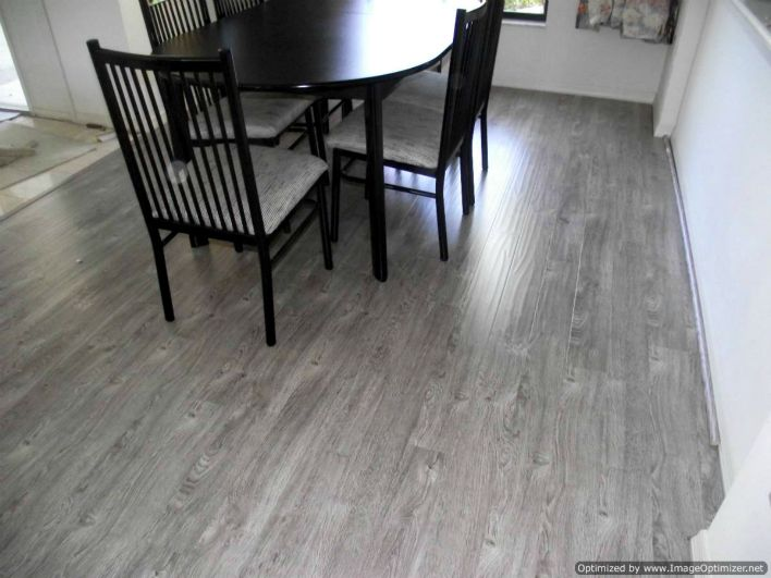 Grey laminate flooring ideas for your new home hgnv com for Best laminate flooring for bedrooms